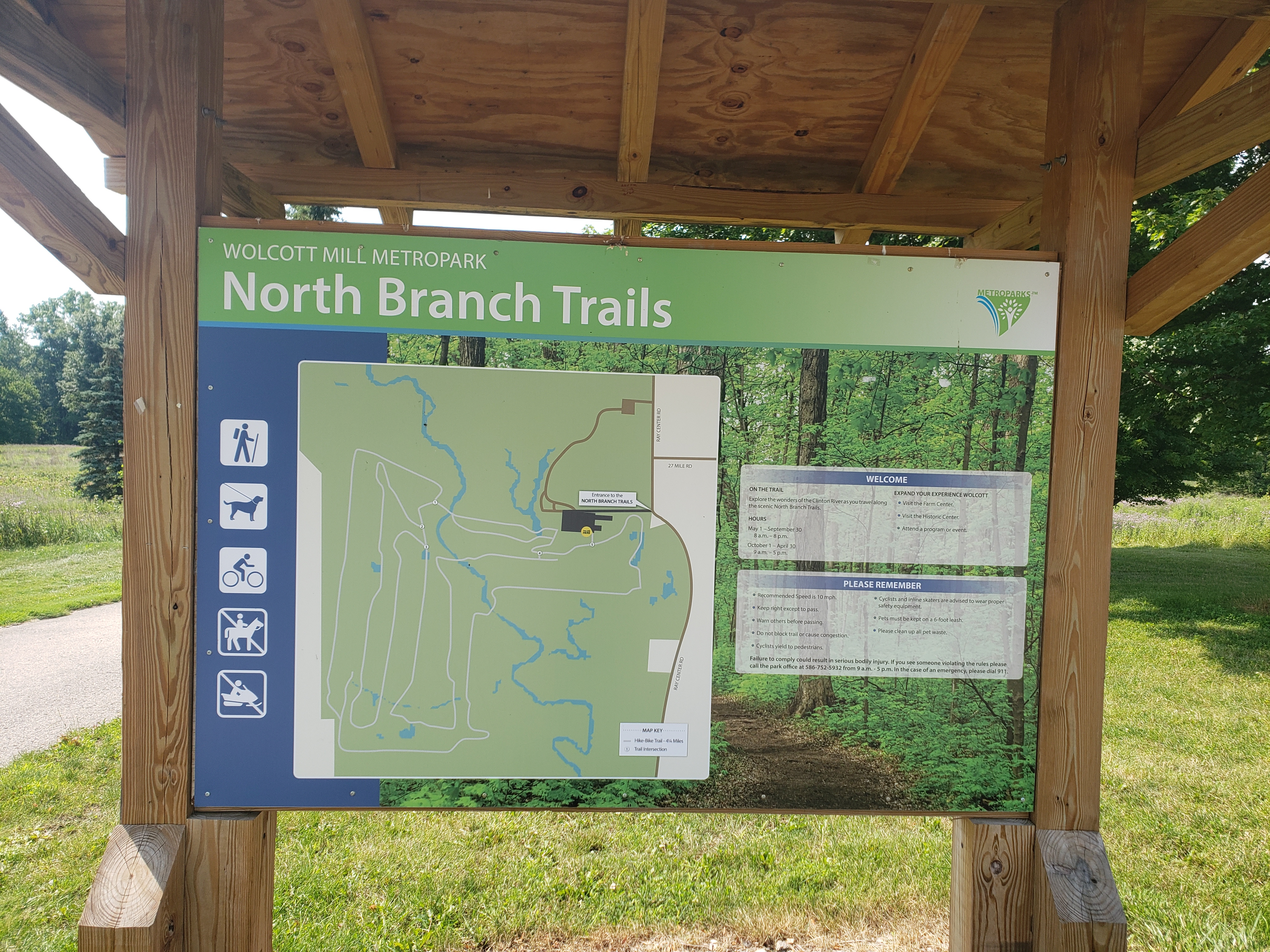A sign with the map of the north Branch trails.